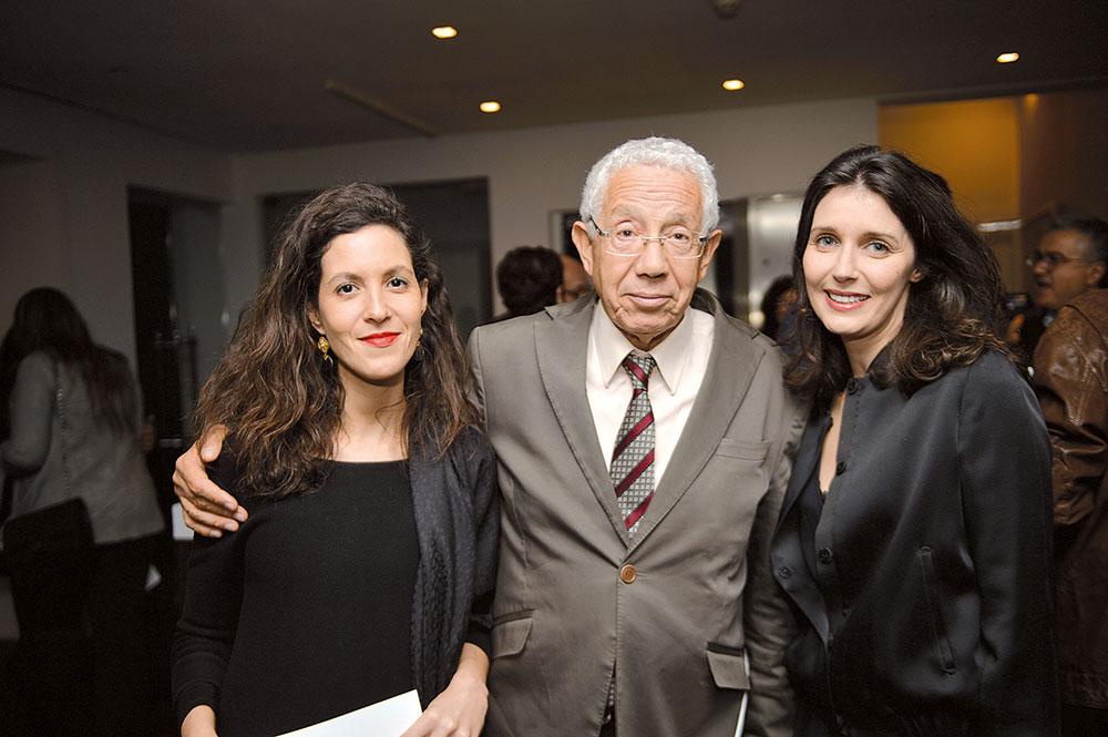 Noureddine Ayouch entouré de sa fille Siham et de Nezha Kettani