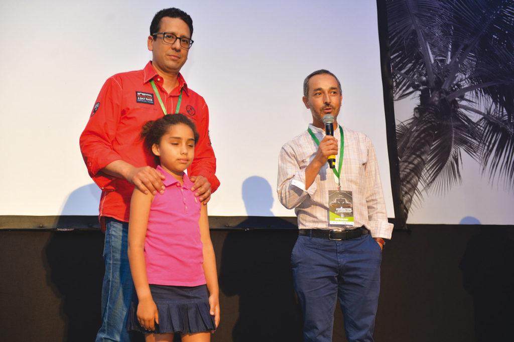 """Lalla Faiza remerciant RM automobiles Classiques ainsi que les membres de la Fédération Royale Marocaine des Véhicules d'époque pour leur don à l'association """"Une Chance pour Tous"""""""