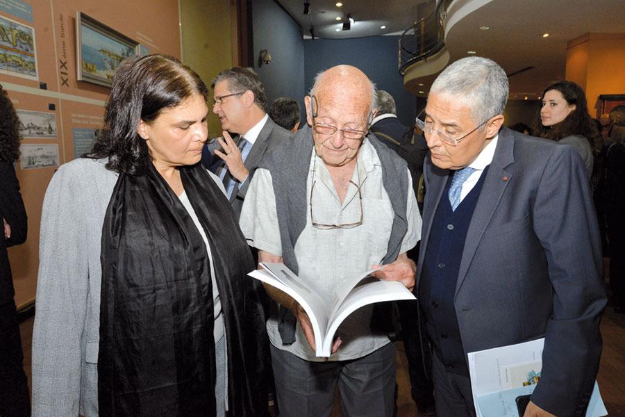 au centre, M. Bert Flint, fondateur du Musée Tiskiwin de Marrakech