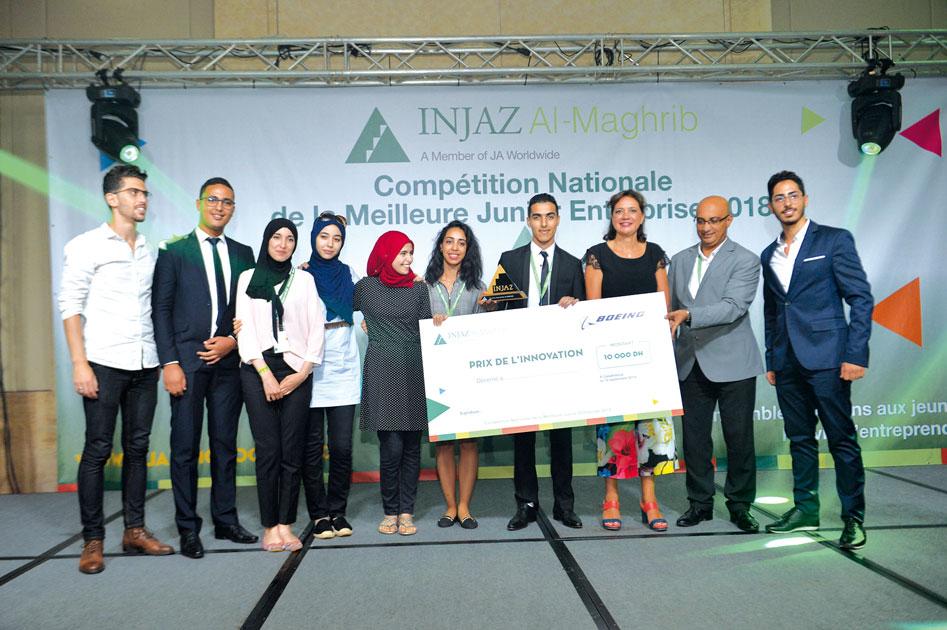 Le Prix de l'Innovation de Boeing a été attribué à Red Hope de l'Usmba - Fes encadrée par Belamarabet du CRI et le professeur Salwa Remmal. Les étudiants ont conçu une plateforme pour le don de sang
