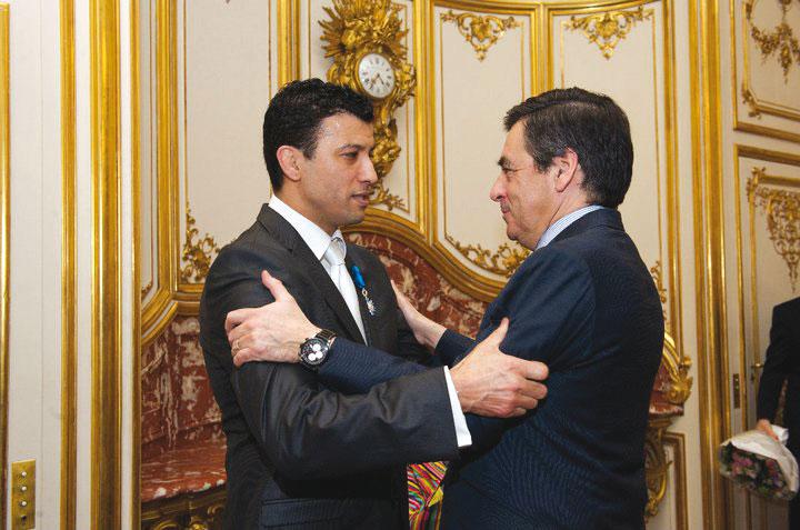 Lors de la décoration par l'ancien Premier ministre, François Fillon.