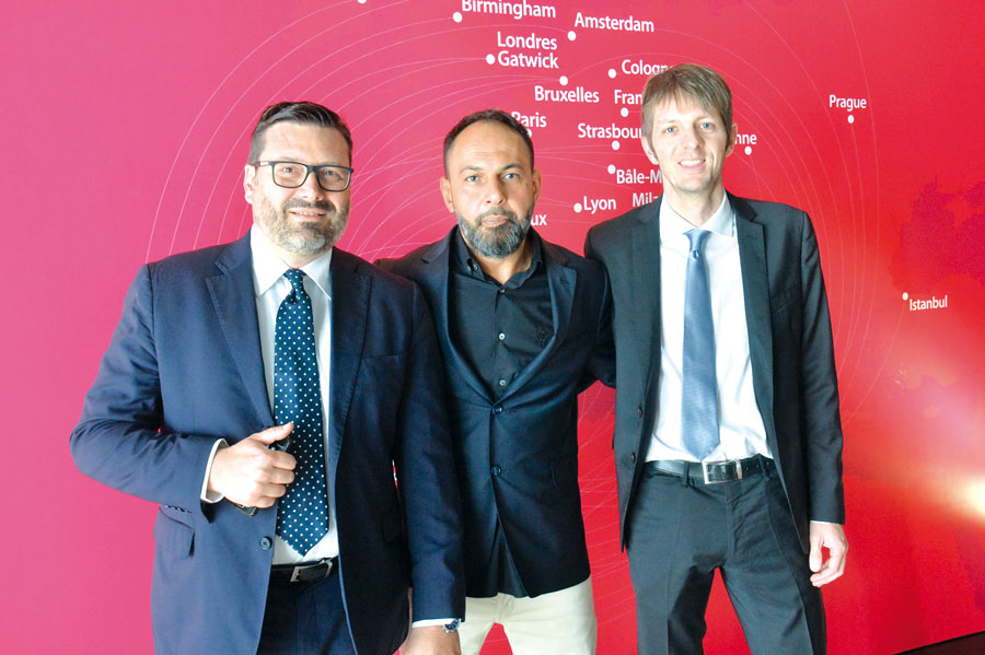 Marco Dnofrio, Hicham Naifar et Claudio Lazzati, équipe d'Air Arabia en Italie